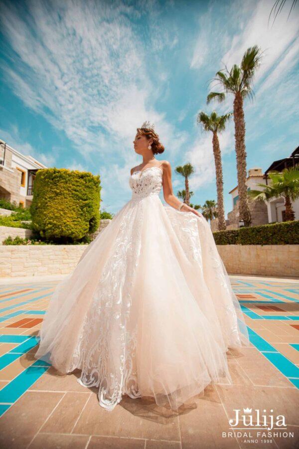 Apbrīnojamas kāzu kleitas