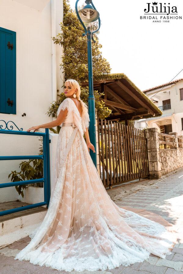 Bohēmiskas, kuplas kāzu kleitas 2020